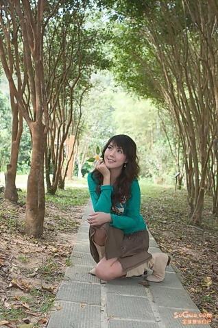 漂亮MM公园自拍{涩女郎}  - 清华居 - 清华居
