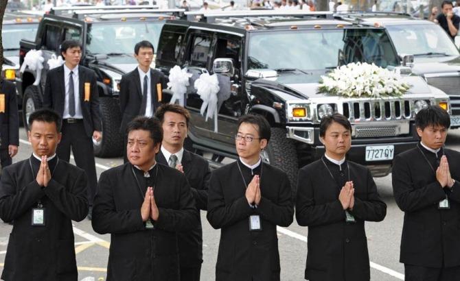 台湾黑帮大哥出殡 两万人送行 - 吕华 - 吕华博客