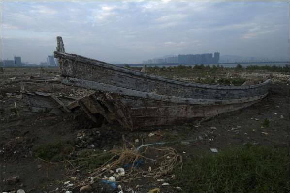 [原]后海湾里的沉船·冷调 - Tarzan - 走过大地