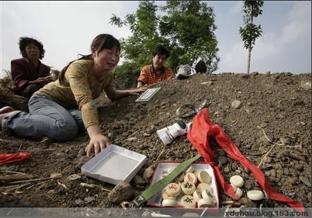 更漏子.汶川遇难学生书包魂 - 卓三 - 卓三的博客