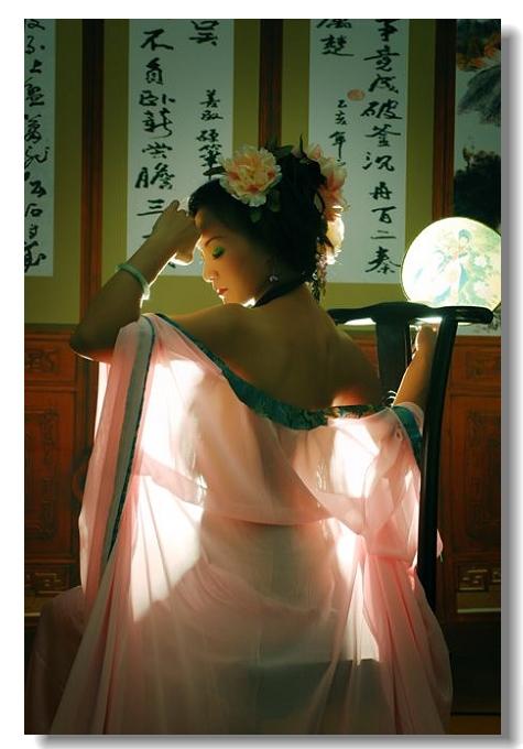 古艳美女裸出……光肤嫩点!(真人出浴) - 水晶之恋 - 水晶之恋