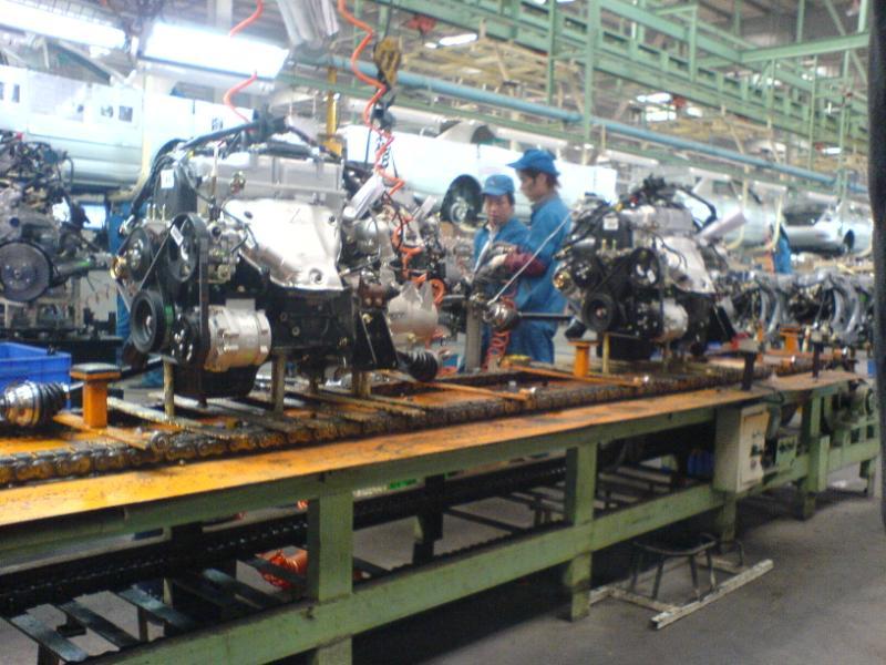 比亚迪未上市f3两厢   比亚迪f3的发动机,三菱制造   在流水线高清图片