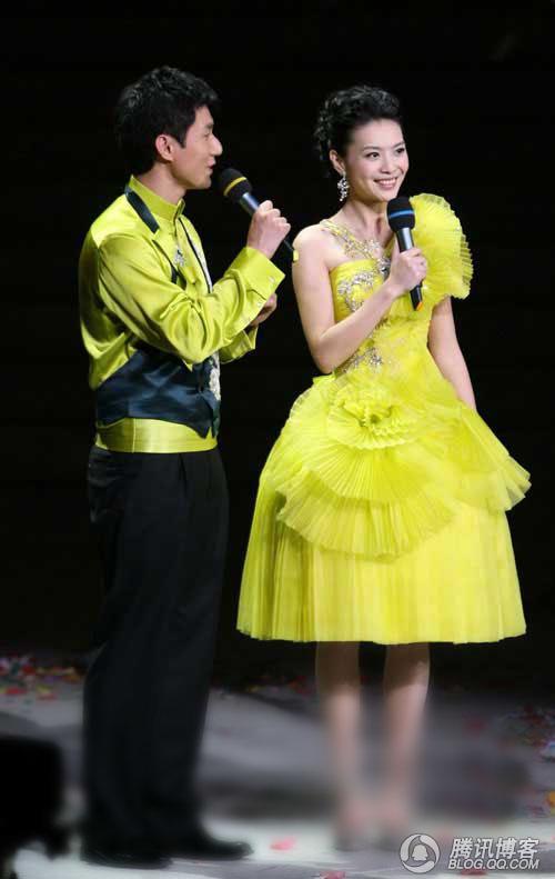带您走进2009北京春晚-主持人服装幕后图片