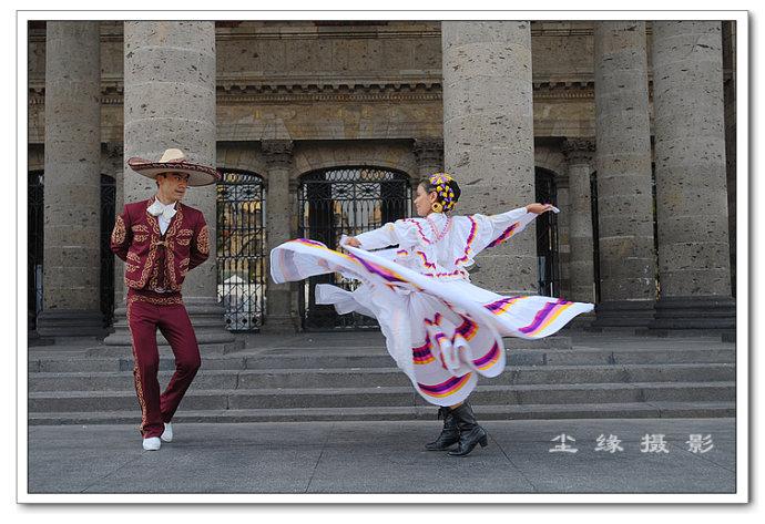 墨西哥奔放耀眼的长裙舞 - Y哥。尘缘 - 心的漂泊