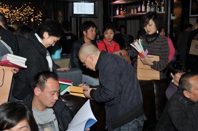 书香聚白夜,韩东新书发布酒会成都在举行 - 《花城》 - 《花城》杂志官方博客