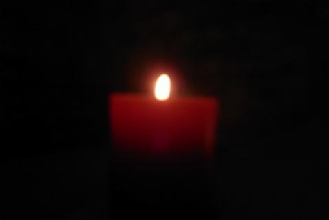点亮一只蜡烛 - 布依非非 - 心情花园