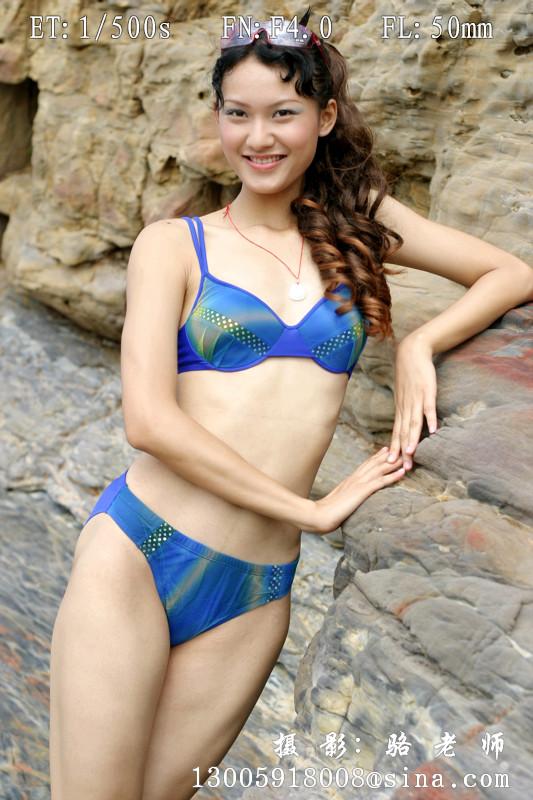 cctv模特泳装外景照片