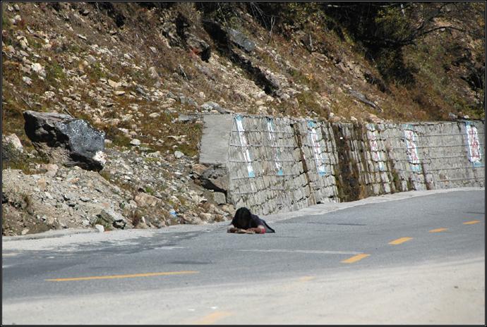 091001 梦回拉萨(2)一步一叩首的藏人 - 天外飞熊 - 天外飞熊