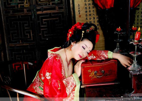【抒情散文诗】碧莲殘荷 落红秋香 - 温莎 - 温莎滴风流娘儿们的博客