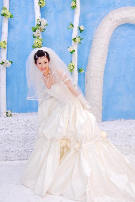 白纱一-新鲜出炉的小女子的 婚纱照 奉上喽