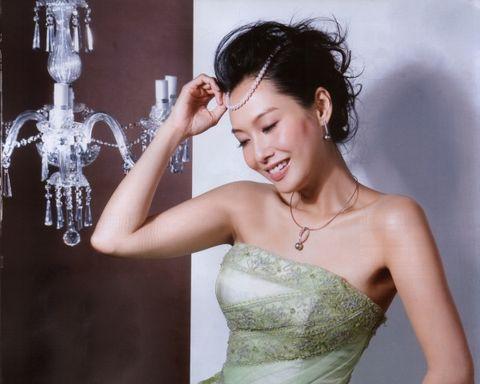 朱茵婚纱美图 - 水无痕 - 明星后花园