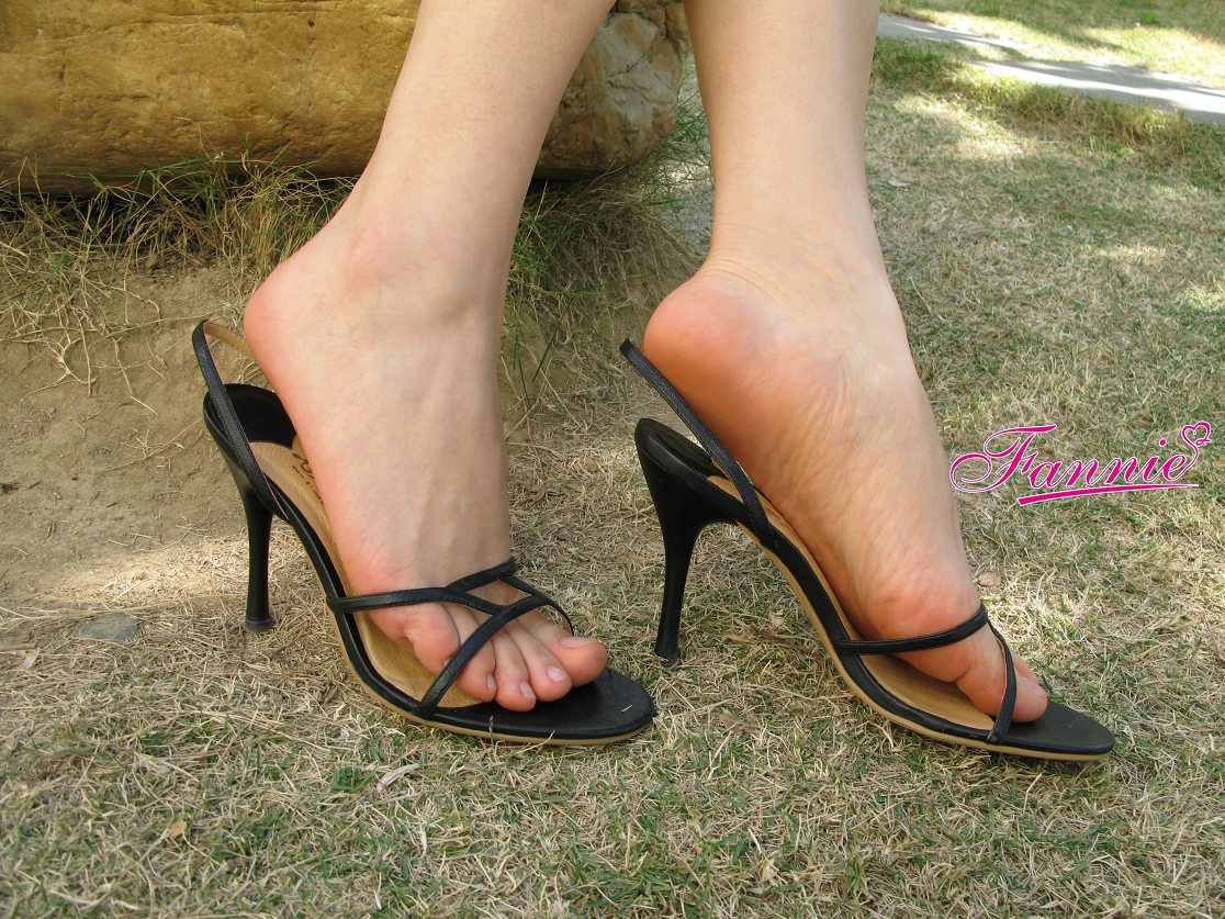 【极致高跟魅惑】 == 冬日。一地碎阳 ==《一》 - 喜欢光脚丫的夏天 - 喜欢光脚丫的夏天