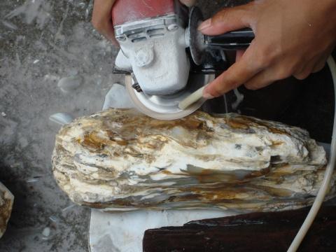 """""""树化玉""""的加工过程(原) - 山喜琦廊-山喜 - 山喜琦廊的博客"""