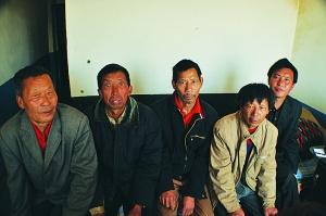 5名男子误信老乡被骗进砖厂打工获救(图)_新闻中心_新浪网 - i.amv - 寻找再度失踪的窑工