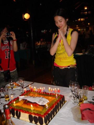 [娱乐]刘亦菲19岁生日宴会 满脸幸福温馨浪漫 - 玩美掌门 - Perfect Girls