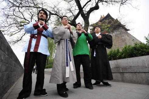 现场:教老外抱拳支持北京奥运反对分裂(图… - 田金双 - 田金双的娱乐私塾