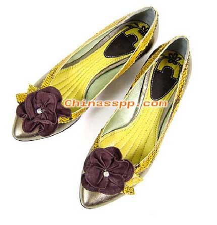 时尚:早秋单鞋 让脚更美丽动人