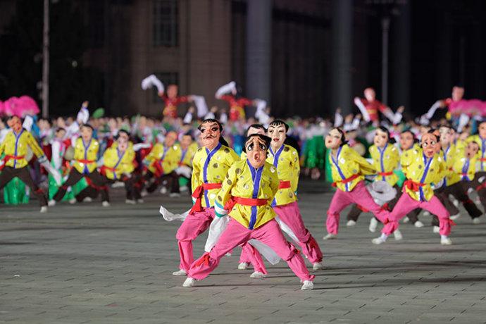 朝鲜庆祝建党65周年盛况,晚会阅兵样样有(组图) - 刻薄嘴 - 刻薄嘴的网易博客:看世界