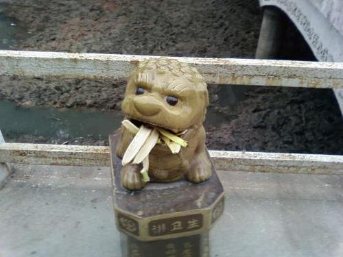 随家仓附近的小狮子垃圾桶