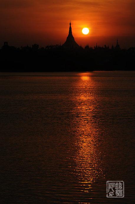 实拍仰光大金塔的绝美落日