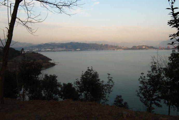 见证蓄水175米的三峡(之二)凤凰山上看平湖