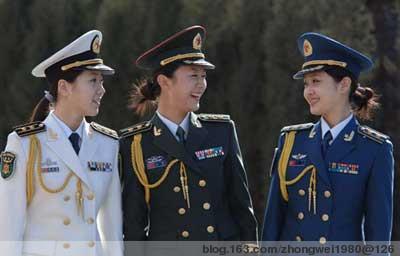 (解放军女三军士官穿着07式军服)-中国解放军07式新军服标志服饰图片