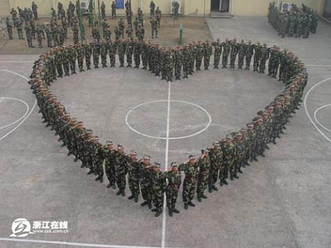 情人节,军营没有玫瑰也浪漫! - 披着军装的野狼 - 披着军装的野狼