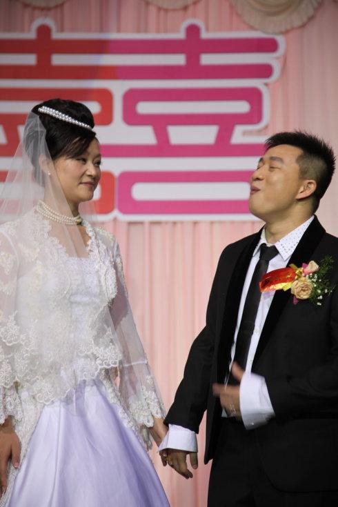 跳水世界冠军大婚 新娘酷似宋祖英 - 区志航 - 好好学习 天天俯卧撑
