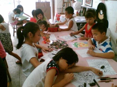 在惠州谢岗教了40天小孩子画画