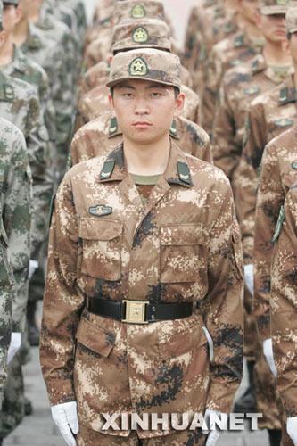 7)   这是海军水兵服. (图8)   这是女士兵春秋常服. (图5)   这图片