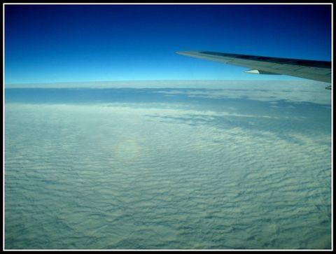 在飞机上拍到的佛光(组图)