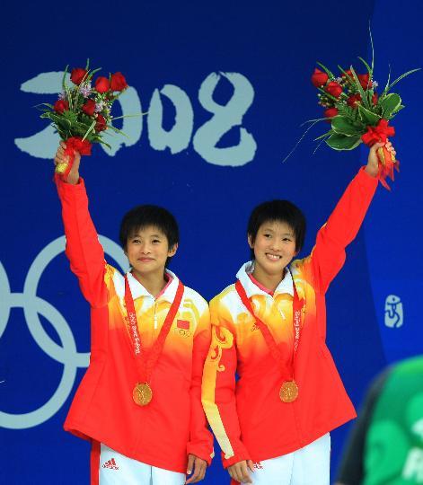 图文-王鑫陈若琳10米台夺金 脸上露出灿烂的笑容