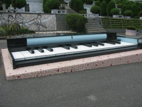 宝岛台湾纪行:邓丽君墓 - IT老记 - 华为的世界
