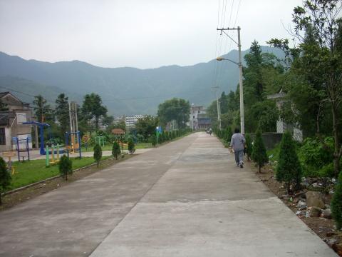 智仁山区笔记(1)-----晨跑路上偶遇 - 山水悠游 - 山水悠游的博客