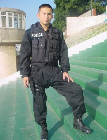 警察风采——一个特警 - 披着军装的野狼 - 披着军装的野狼