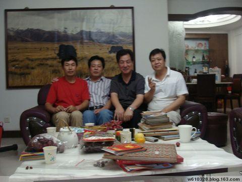 莲花山顶邓小平塑像前相见老连长郭志军(原创) - 武警工兵 - wj610328 的博客