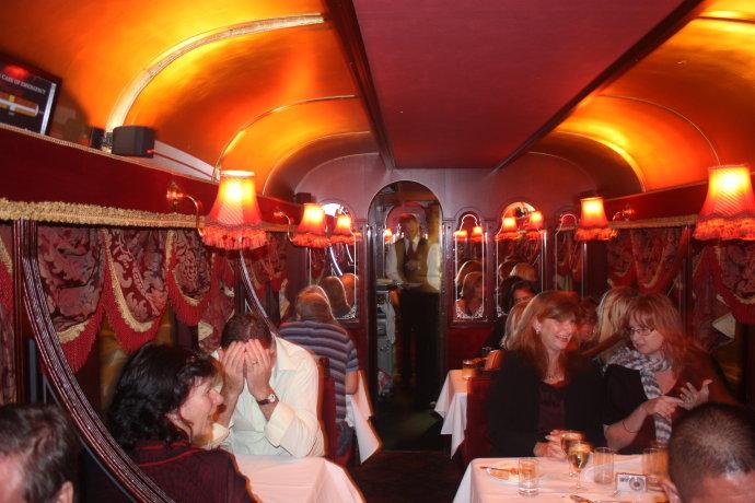 在公交车上开餐馆(组图) - 徐铁人 - 徐铁人的博客