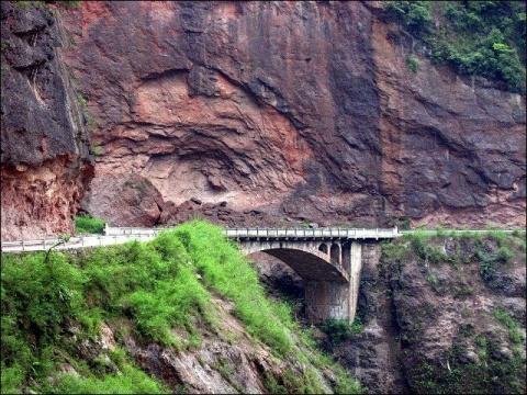 图片素材:世界上最美的路 - 山间溪流 -   山间溪流的休闲屋