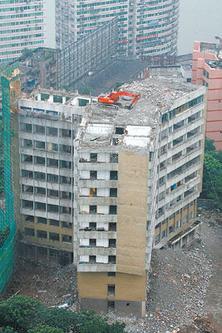 楼顶的挖掘机(1)
