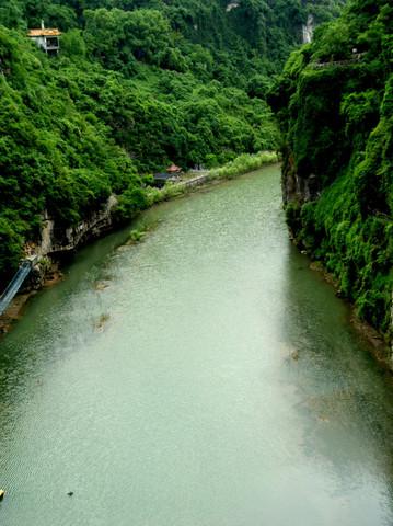 【转载】在窗前拍到的美景--西陵峡口的青山碧水(原创) - 于市隐 - 禅茶一味