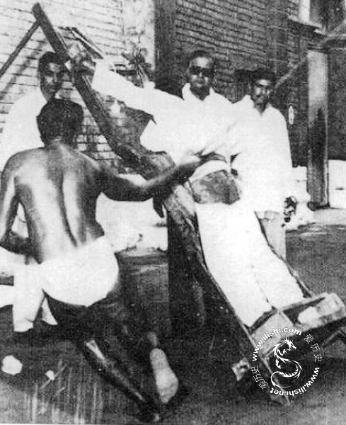 如今的笞刑只限鞭刑,沿用自英国和英属印度的刑法.今日世界上共有