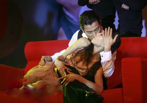 刘德华吻美女 贴身激情热舞