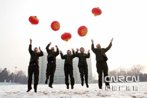 军营官兵喜迎新年 丰富多彩 - 披着军装的野狼 - 披着军装的野狼