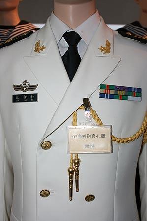 组图 07式军服展示图片