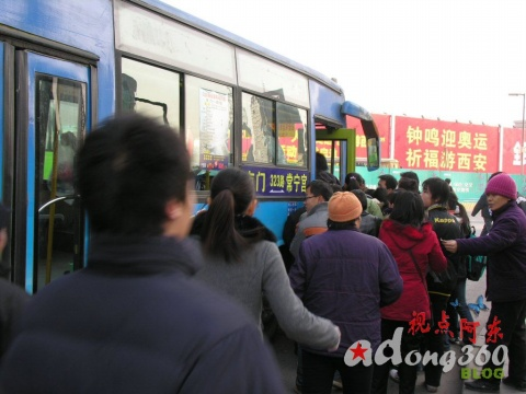 [现场直击]如此乘公交:妙招还是损招?(组图) - 视点阿东 - 视点阿东