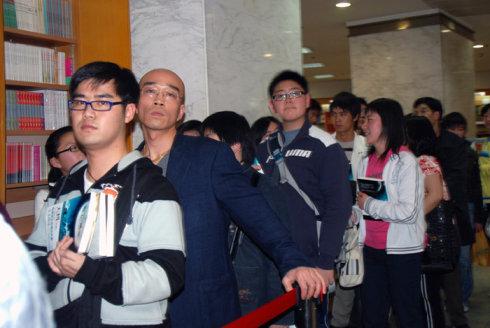 周六上海书城签售照片 - 蔡骏 - 蔡骏的博客