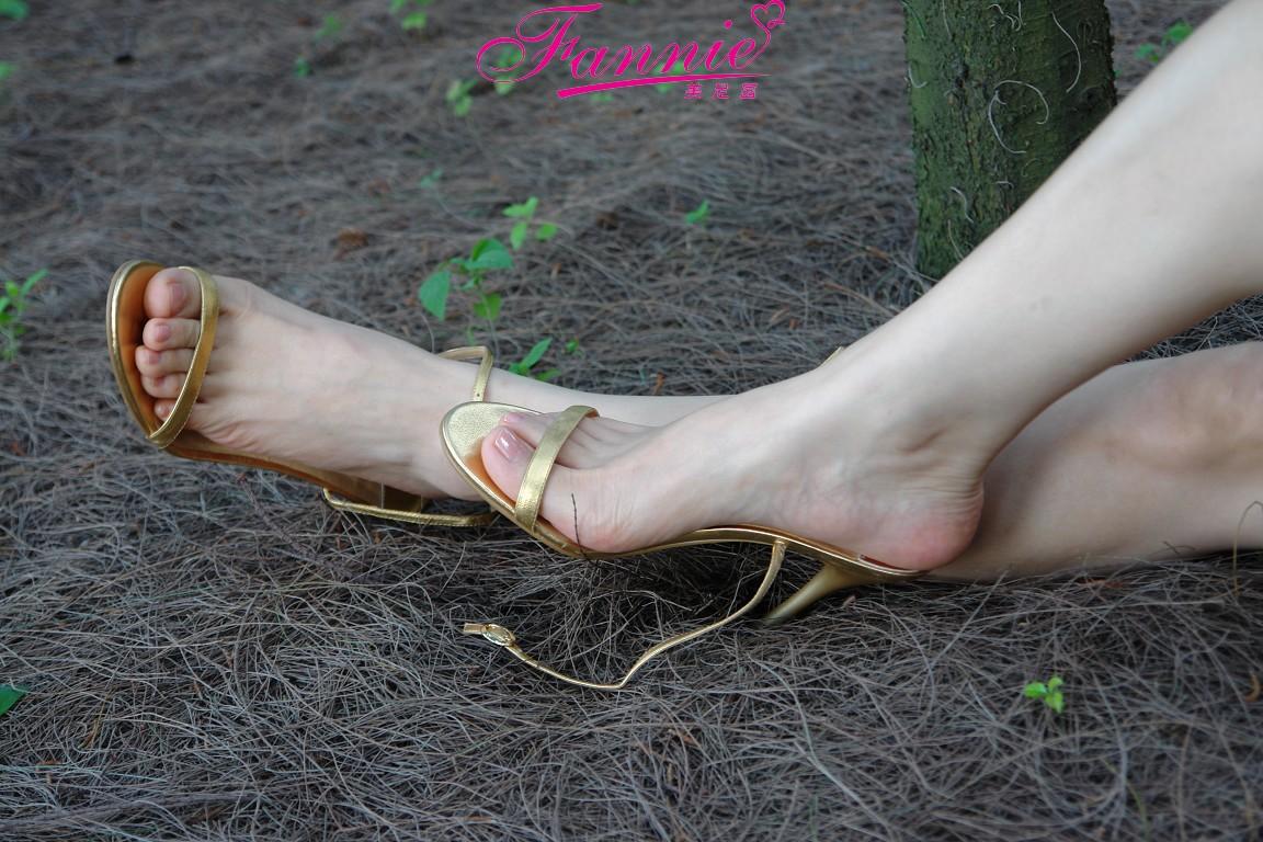 【极致高跟魅惑】 海边恬静听松涛 - 喜欢光脚丫的夏天 - 喜欢光脚丫的夏天