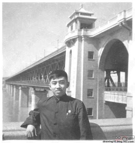 战以时七十年代初在武汉长江大桥的留影--左国成收藏 - 见阁闻铃 - 见阁闻铃