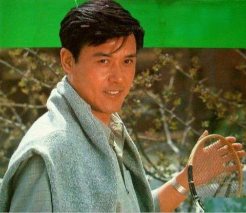 八十年代电影明星的旧貌和新颜—(47)儒雅潇洒达式常 - 青松不老 - 枝繁叶茂!祝愿祖国繁荣昌盛!!