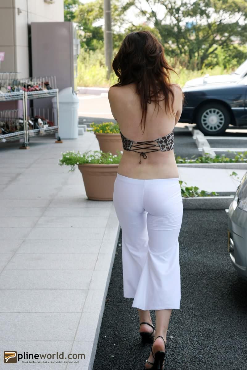 【转载】街拍美臀:低腰紧身白裤熟女,露背! - yt6265676 - 休闲吧